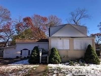 W. Babylon Single Family Home For Sale: 105 Putnam Ave