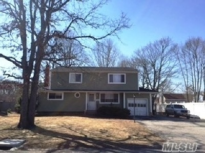 Suffolk County Single Family Home For Sale: 1033 Martinstein Ave