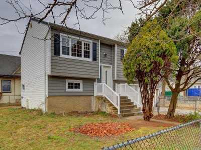 Freeport Single Family Home For Sale: 111 Graffing Pl