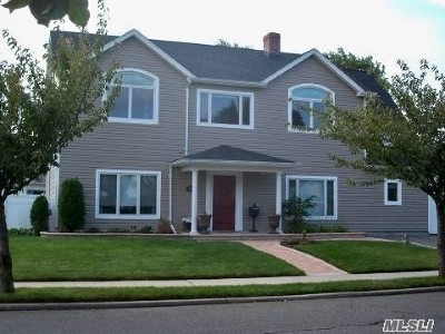 Syosset Single Family Home For Sale: 4 Mitchell Ln