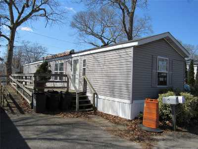 Suffolk County Single Family Home For Sale: 37-79 Hubbard Ave