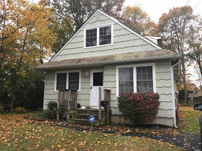 Suffolk County Single Family Home For Sale: 4 Irving Pl