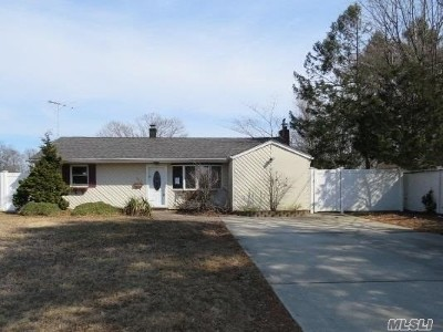 Bay Shore Single Family Home For Sale: 1019 Fire Island Ave