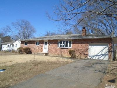 Deer Park NY Single Family Home For Sale: $279,900