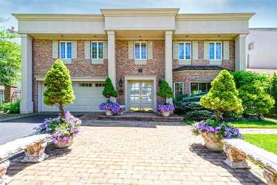 Merrick Single Family Home For Sale: 3242 Hewlett Ave