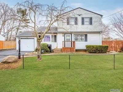Suffolk County Single Family Home For Sale: 213 Charter Oaks Ave