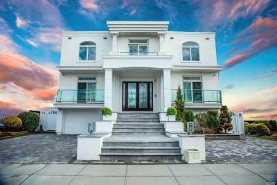 Merrick Single Family Home For Sale: 2971 Shore Dr