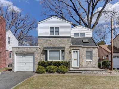 New Hyde Park Single Family Home For Sale: 16 Redwood Rd