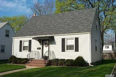 Nassau County Single Family Home For Sale: 198 Cushing Ave
