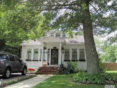 Nassau County Single Family Home For Sale: 1672 Old Mill Rd