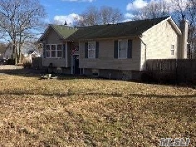 Suffolk County Single Family Home For Sale: 194 Pawnee Ave