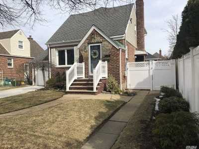 Nassau County Single Family Home For Sale: 175 Claflin Blvd