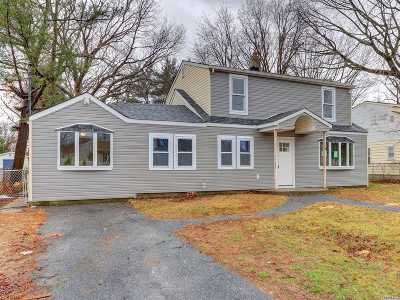 Suffolk County Single Family Home For Sale: 48 Grand Blvd