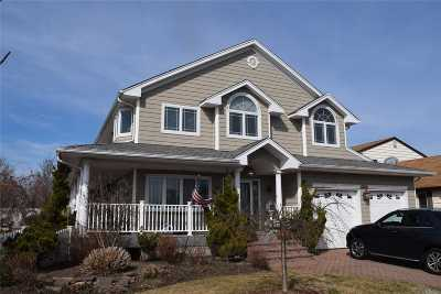 Island Park Single Family Home For Sale: 4 Quebec Rd