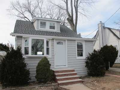 Nassau County Single Family Home For Sale: 24 Litchfield Ave