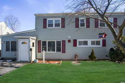 Nassau County Single Family Home For Sale: 38 Stonecutter Rd