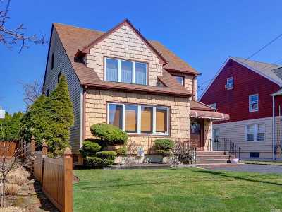 Valley Stream Single Family Home For Sale: 131 Locust St