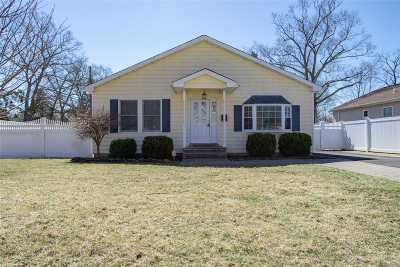 Suffolk County Single Family Home For Sale: 88 Hemlock St
