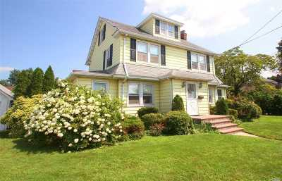 Nassau County Single Family Home For Sale: 66 Buckingham Rd