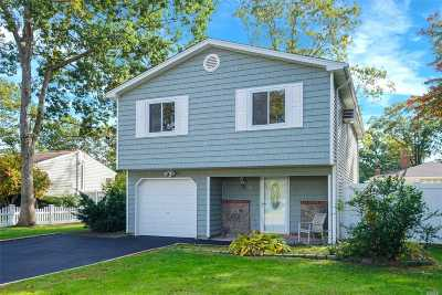 Holtsville Single Family Home For Sale: 14 Islip St