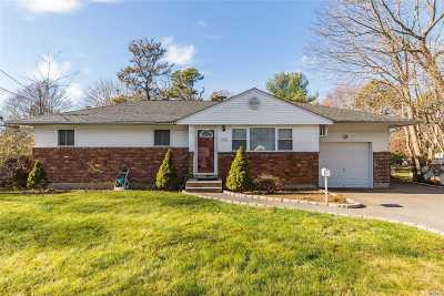 Suffolk County Single Family Home For Sale: 1598 N Thompson Dr
