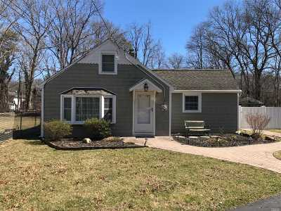 Suffolk County Single Family Home For Sale: 1207 Connetquot Ave