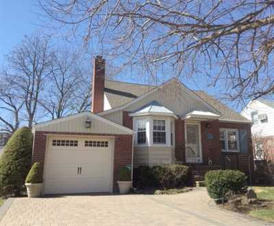 Lynbrook Single Family Home For Sale: 74 Olive Dr