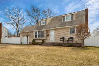 Massapequa Park Single Family Home For Sale: 4 Pompano Ln