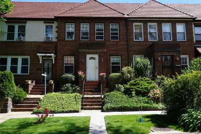 Forest Hills Single Family Home For Sale: 73-17 Kessel St