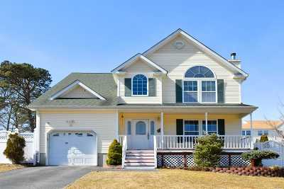 Holtsville Single Family Home For Sale: 92 5th Ave