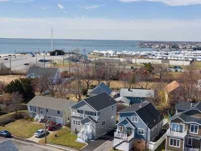 Lindenhurst Single Family Home For Sale: 840 Venetian Blvd