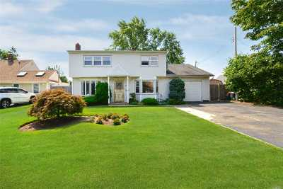 Levittown Single Family Home For Sale: 56 Old Farm Rd