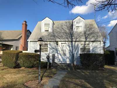Oceanside Single Family Home For Sale: 2419 Yorktown St