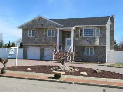 Copiague Single Family Home For Sale: 32 W Shore Dr