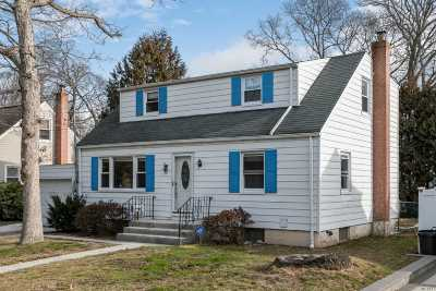 Massapequa Park Single Family Home For Sale: 179 Bannon Pl