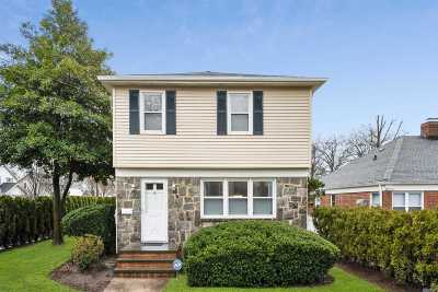 Nassau County Single Family Home For Sale: 8 Stratford Ave