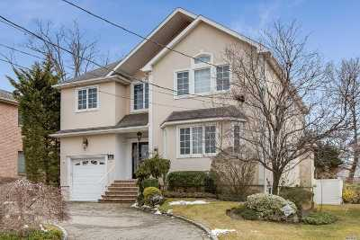 Nassau County, Suffolk County Single Family Home For Sale: 943 Northfield Rd