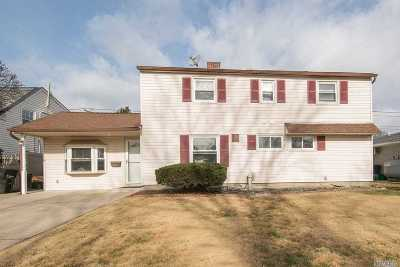 Nassau County Single Family Home For Sale: 15 Blacksmith Rd