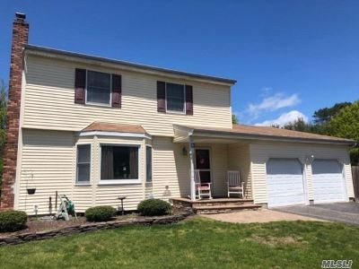 Ronkonkoma Single Family Home For Sale: 15 Cara Dr