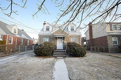 W. Hempstead Single Family Home For Sale: 552 Henry St