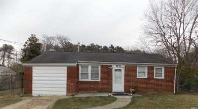 Bay Shore Single Family Home For Sale: 1681 N Thompson Dr