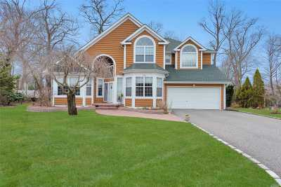 Syosset Single Family Home For Sale: 3 Joyce Ct