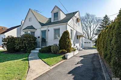 W. Hempstead Single Family Home For Sale: 60 Kilburn Rd S.