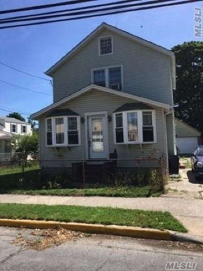 Islip Single Family Home For Sale: 33 Monell Ave