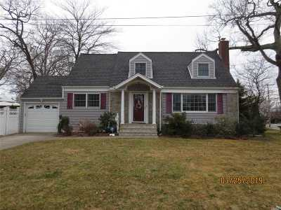 Merrick Single Family Home For Sale: 11 Camp Pl