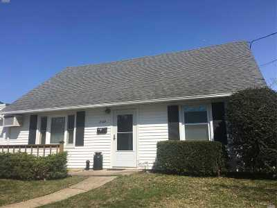 Wantagh Single Family Home For Sale: 2369 Beech St