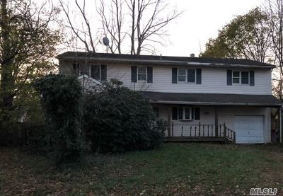 Selden Single Family Home For Sale: 32 Charter Rd
