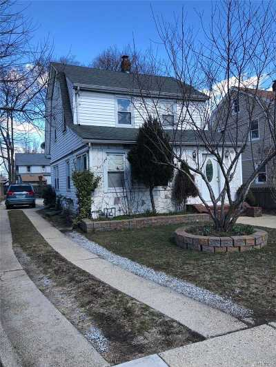 Hempstead Single Family Home For Sale: 19 Chase St