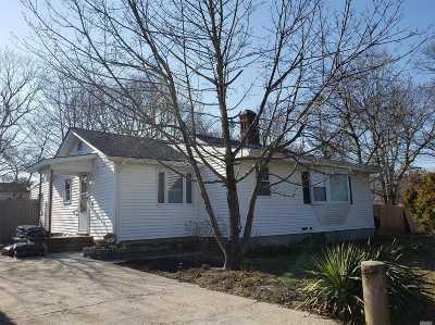 Centereach Single Family Home For Sale: 70 Ronkonkoma Blvd