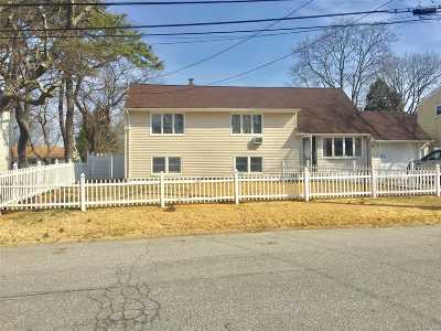 Dix Hills Single Family Home For Sale: 17 Yorktown Rd